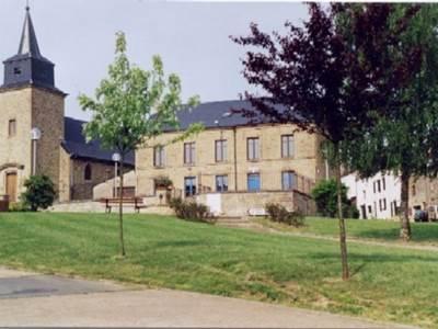 4 chambres, proche de Sedan et Bouillon (poss. 18 pers. avec gîte attenant)