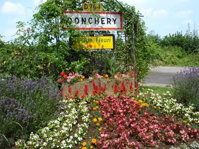 """DONCHERY, Village Fleuri """"2 Fleurs"""""""
