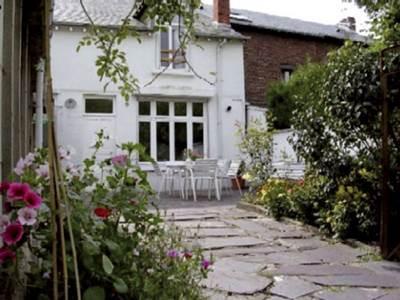 Maison rénovée dans la vallée de la Meuse près de la frontière Belge