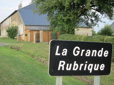La Grande Rubrique, grande maison avec jardin clos près de Charleville-Mézières. Animaux acceptés.