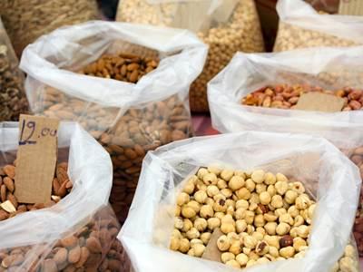 Marché aux noix et aux noisettes
