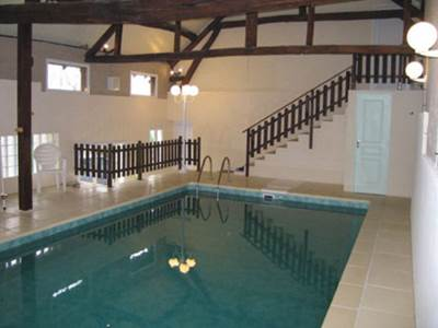 Maison avec piscine couverte et chauffée à 1h de Charleville-M. et de Reims