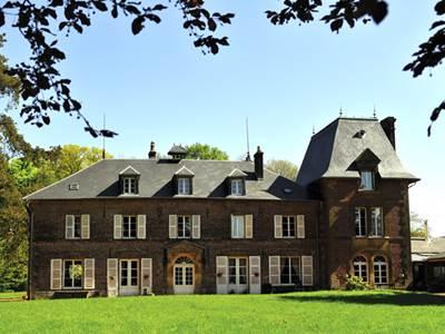 """Chambre d'hôtes """"Le Château Les Loches"""" GARDAN Michèle"""