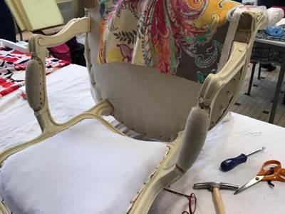 Plantes et Savoirs en Ardennes - Atelier réfection de fauteuil tapissier
