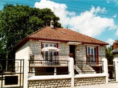 Maison avec 2 chambres, terrasse et jardin entre Charleville-Mézières et Reims