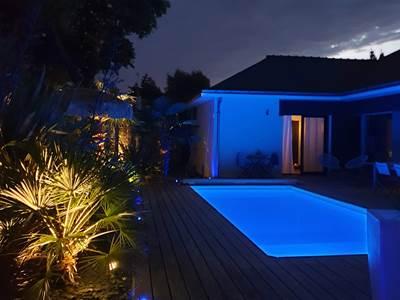 piscine-nuit-la-villa-descoublac3