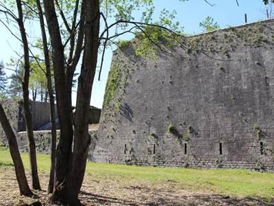 Fort Condé : Le sentier des défenses avancées