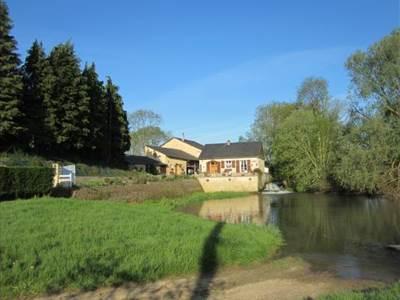 Maison à 8kms de Charleville-Mézières, piscine, prêt de vélos et topo guides