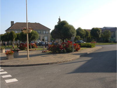 "LA NEUVILLE EN TOURNE A FUY, Village Fleuri ""2 Fleurs"""