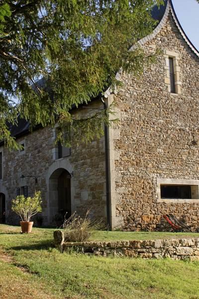 Entrée privative du gîte Côté Donjon Domaine le Broual, gîtes de charme dans le Lot