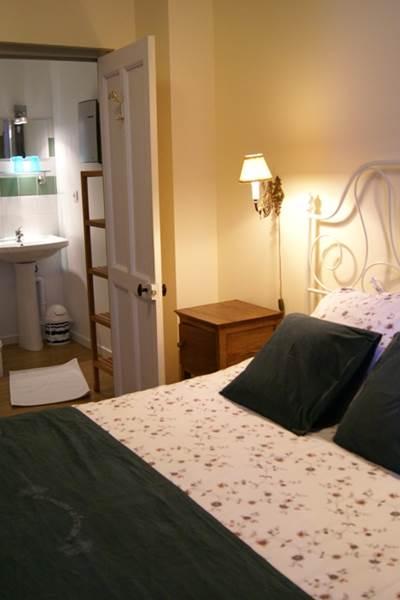 chambre 4 - le lit