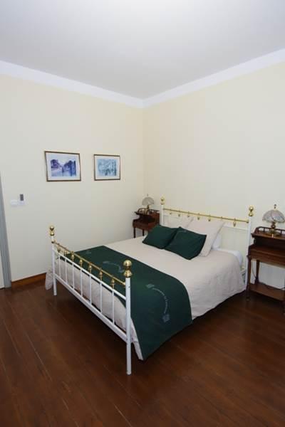 chambre 5 - le lit