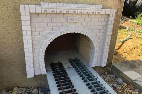 Le tunnel qui me permet d'entrer et sortir de mon dépôt