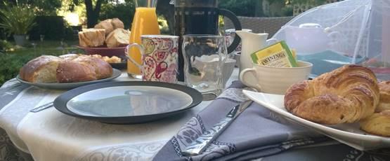 petit déjeuner service en terrasse