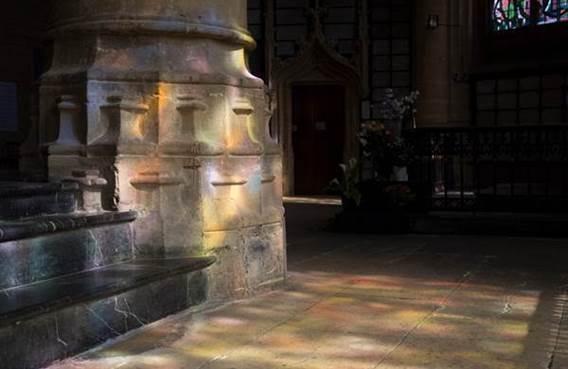 Visite guidée de la Basilique de Mézières, ses vitraux et le trésor d'art sacré