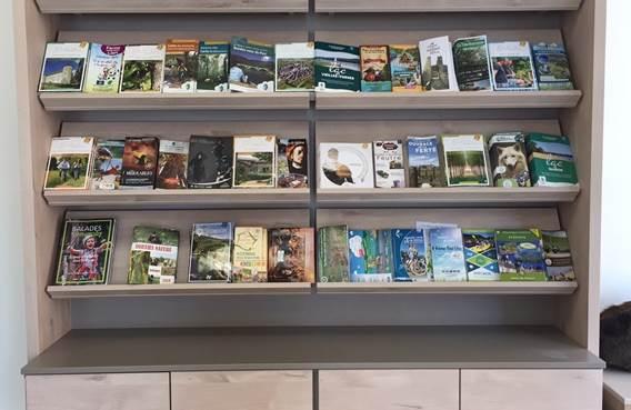 Espace brochures de l'office de tourisme (bureau de Charleville Mézières)