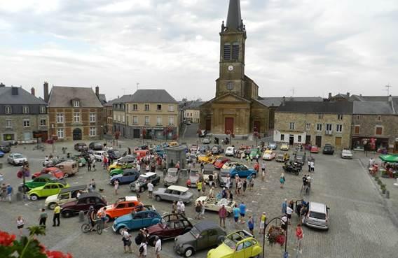 Place d'arrêt de choix pour les voitures anciennes...