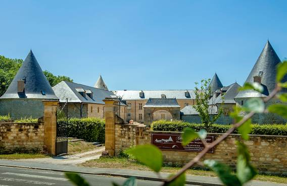Le chateau de charbogne