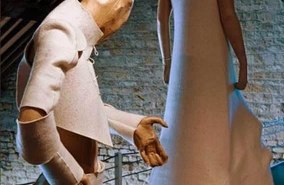 Robes contemporaines présentées au Musée du Feutre
