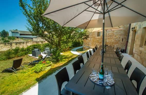 Jardin avec terrasse du gite de la tour de guet