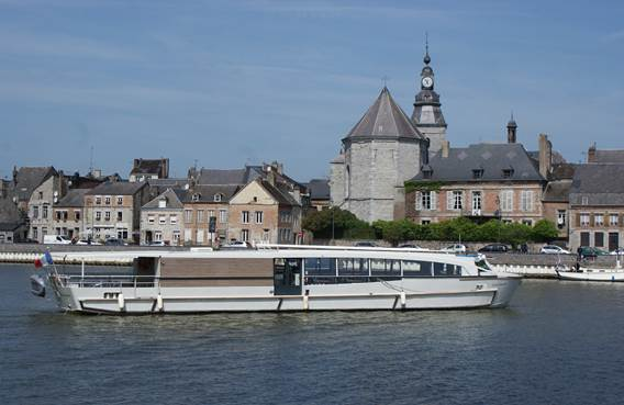 le bateau Charlemagne à Givet