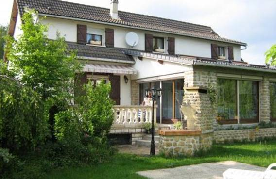 La Maison Ardennaise, chambre d'hôtes, grande maison, village calme près de Charleville-M. et Sedan. Accueil Motards. - Chalandry-Elaire - Ardennes