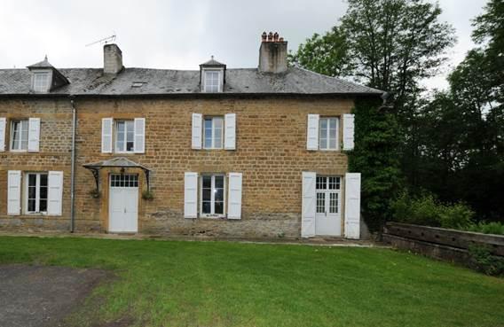 Le Petit Château, chambre d'hôtes dans demeure de caractère, proche Charleville - Lonny - Ardennes