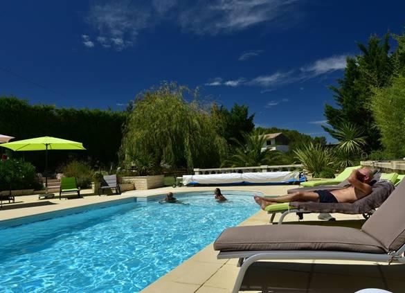 Casa Dina bains de soleil piscine Sommières