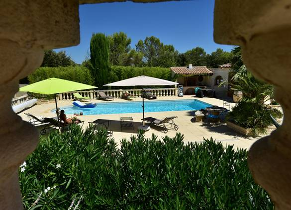 casadina-parasols-plage-guesthouse-sommieres