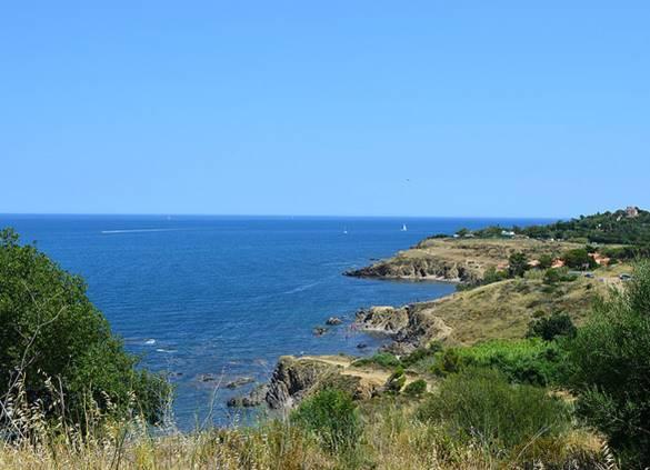Début de la côte Vermeille à Argelès et le sentier littoral