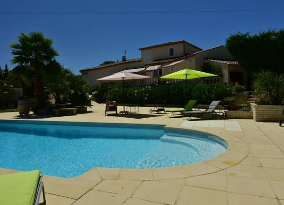 casadina-chambrehotes-piscine-sommieres