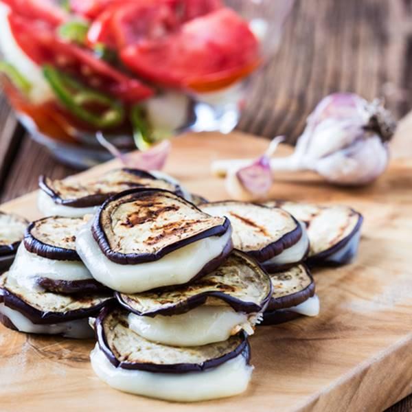[Recette] Millefeuille d'aubergines au Pélardon et brousse de brebis
