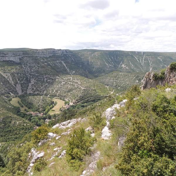 Une randonnée incontournable : le Cirque de Navacelles