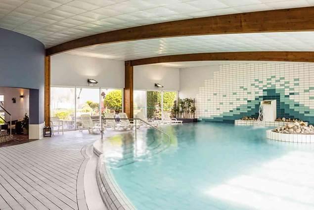 PDétendez-vous entre deux réunions à la piscine couverte et chauffée Ibis Thalassa Quiberon