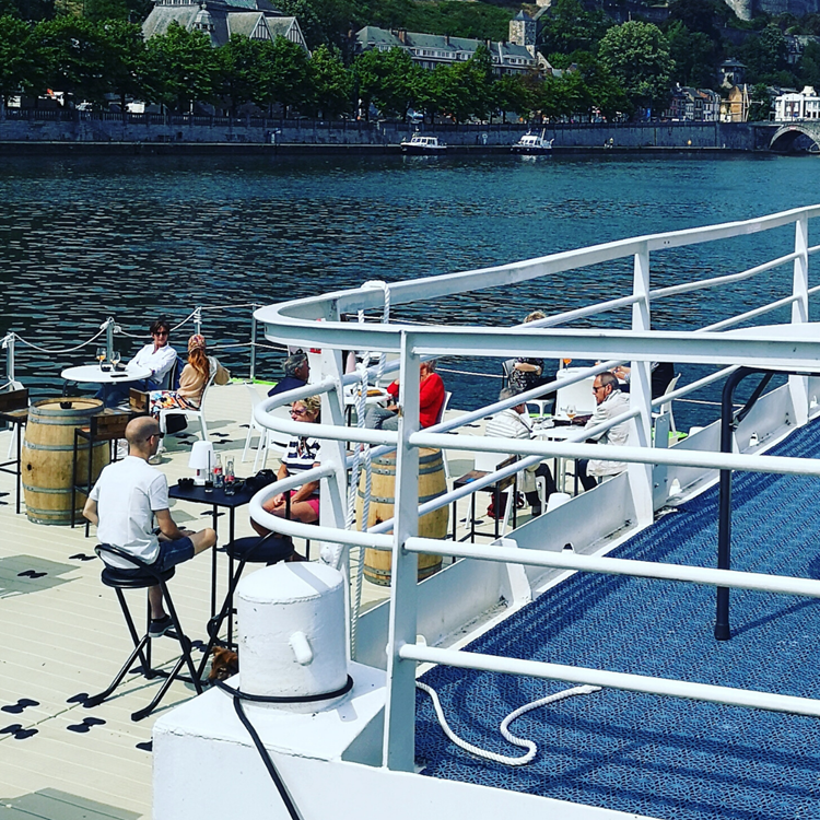 Terrasse flottante Les Capitaineries de Namur
