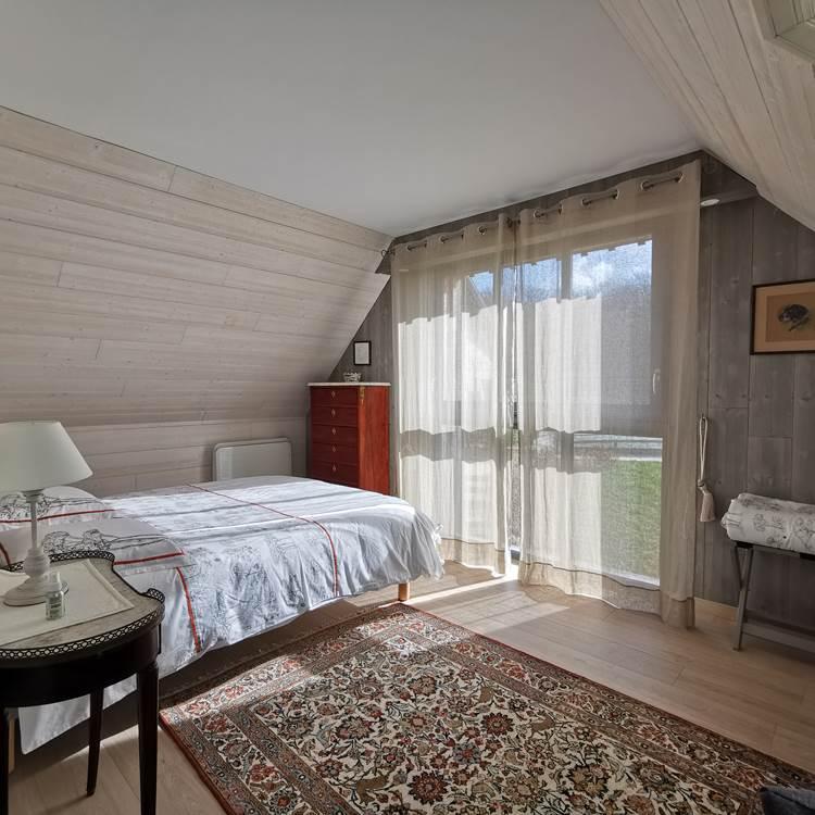 Chambre avec grand lit de l'Atelier