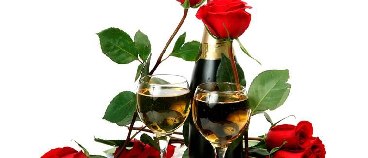 Champage et bouquet de roses en chambre à la Villa Azur Golf Bandol