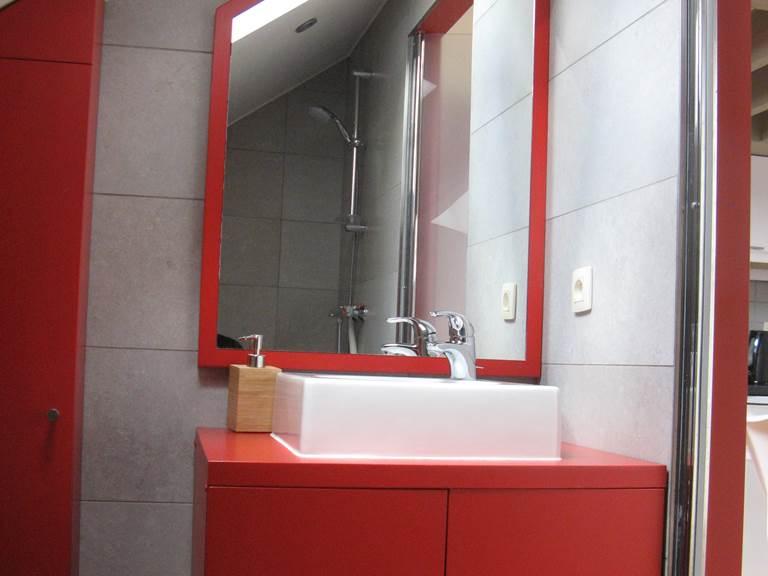 le lavabo dans la salle de bain