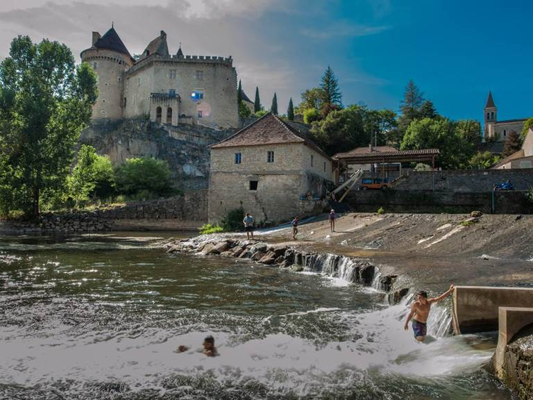 baignade_dans_le_cele_a_cabrerets_-_c_lot_tourisme_-_c
