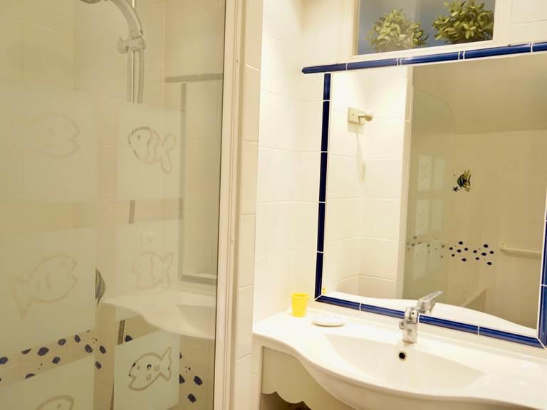 salle de bain aux chambres d'hôtes la Rougeanne près de Carcassonne dans l'Aude