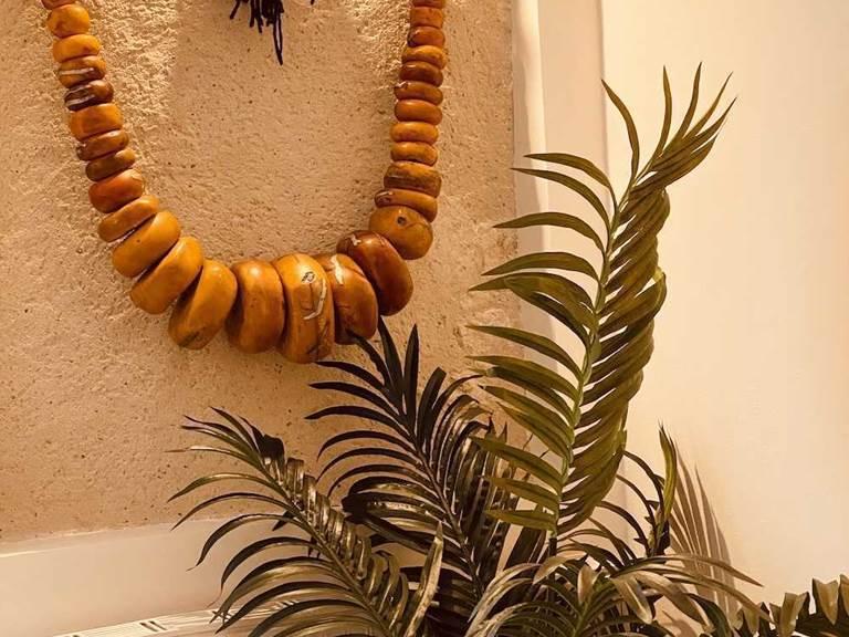 Collier berbere d'ambre dans de la Maisonnette des matins rubis (chambre d'hôte près de Toulouse)