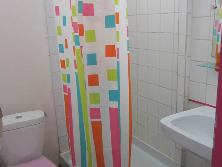 salle de bain  douche  ch 114