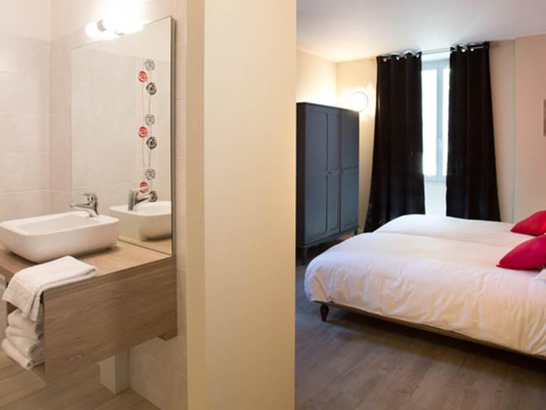 Hotel Restaurant Le Sully Saint-Saud-Lacoussière chambre d'hôtel Perigord  Dordogne France