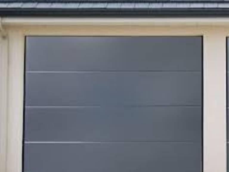 hotel-le-tout-va-bien-valence-d-agen porte garage