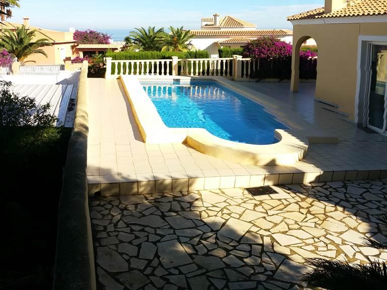 Villa Dénia terrasse piscine mer devant.jpg