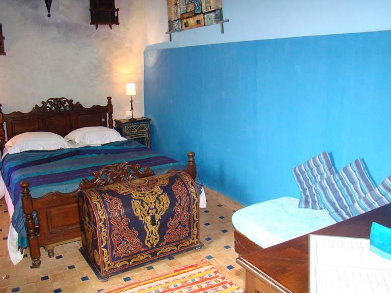 La chambre Mogador avec son accès direct sur la terrasse du Riad
