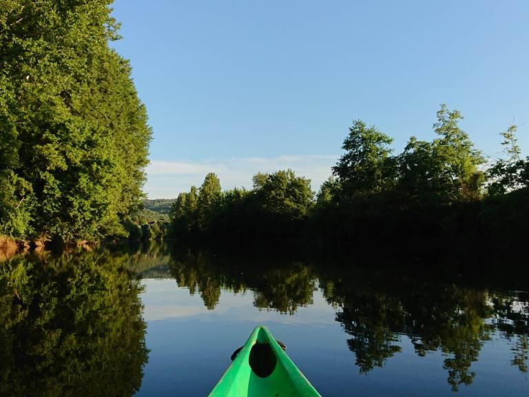 descente en canoe kayak sur la Vézère avec Canoe Family