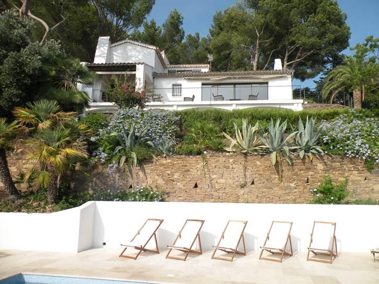 La maison vu de la piscine