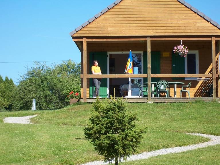 Gîte chalet  location piscine vélo à assistance électrique pêche  Dordogne Sérandon Clémensac Corrèze Belvédère de Gratte Bruyère Randonnée La Dordogne de villages en barrages