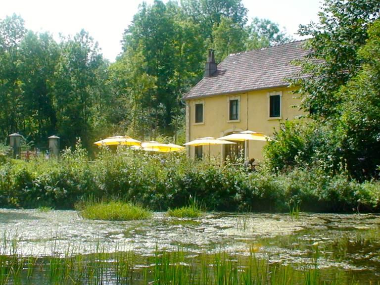 Maison depuis étang